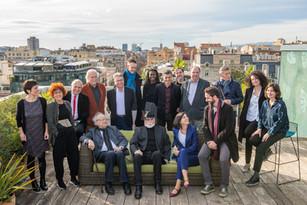 Foto de familia del 20 aniversario de Acantilado y el 40 aniversario de Quaderns Crema (diciembre de 2019)