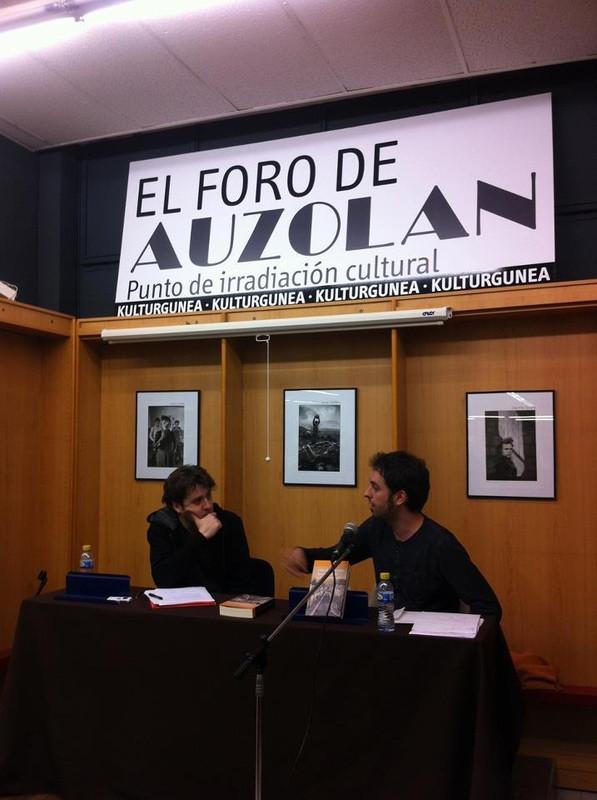 Charla con Roberto Valencia en el Foro Auzolan (Pamplona, 11/12/2012). Foto: Unai Pascual