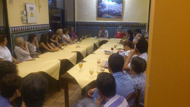 """En el club de lectura """"Los miércoles de El Jueves"""", organizado por la librería El Gusanito Lector de Sevilla (20/9/2013). Foto: Marcelo Sartori"""