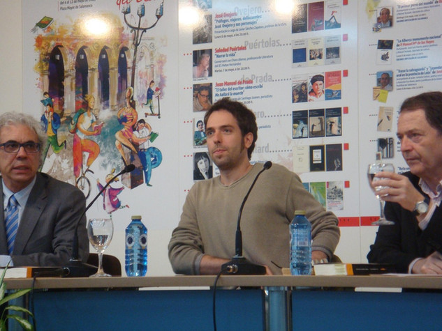 En la Feria del Libro de Salamanca, junto a José Antonio Sánchez Paso y Carlos Palomeque (9/5/2013). Foto: José Antonio Martín Raimundo