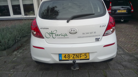 Mijn auto heeft nu mijn logo!