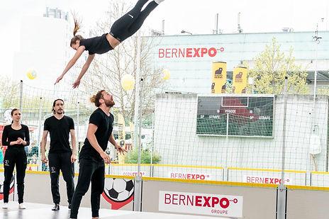 Rock n Roll Tänzer machen Akrobatik