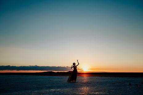 Jazz-Tänzerin tanz vor Sonnenuntergang
