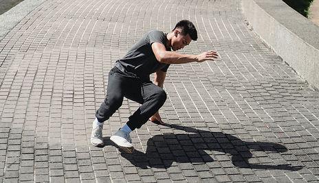 House Dancer tanzt am Boden