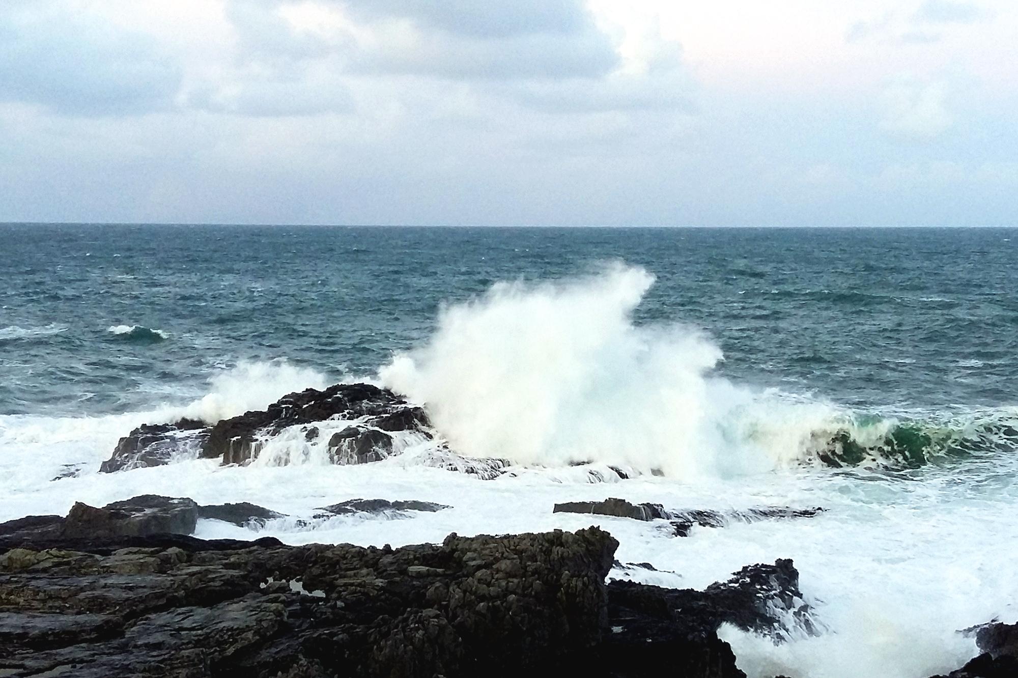 Big wave at Smoo Cliff 20170101_155009(0