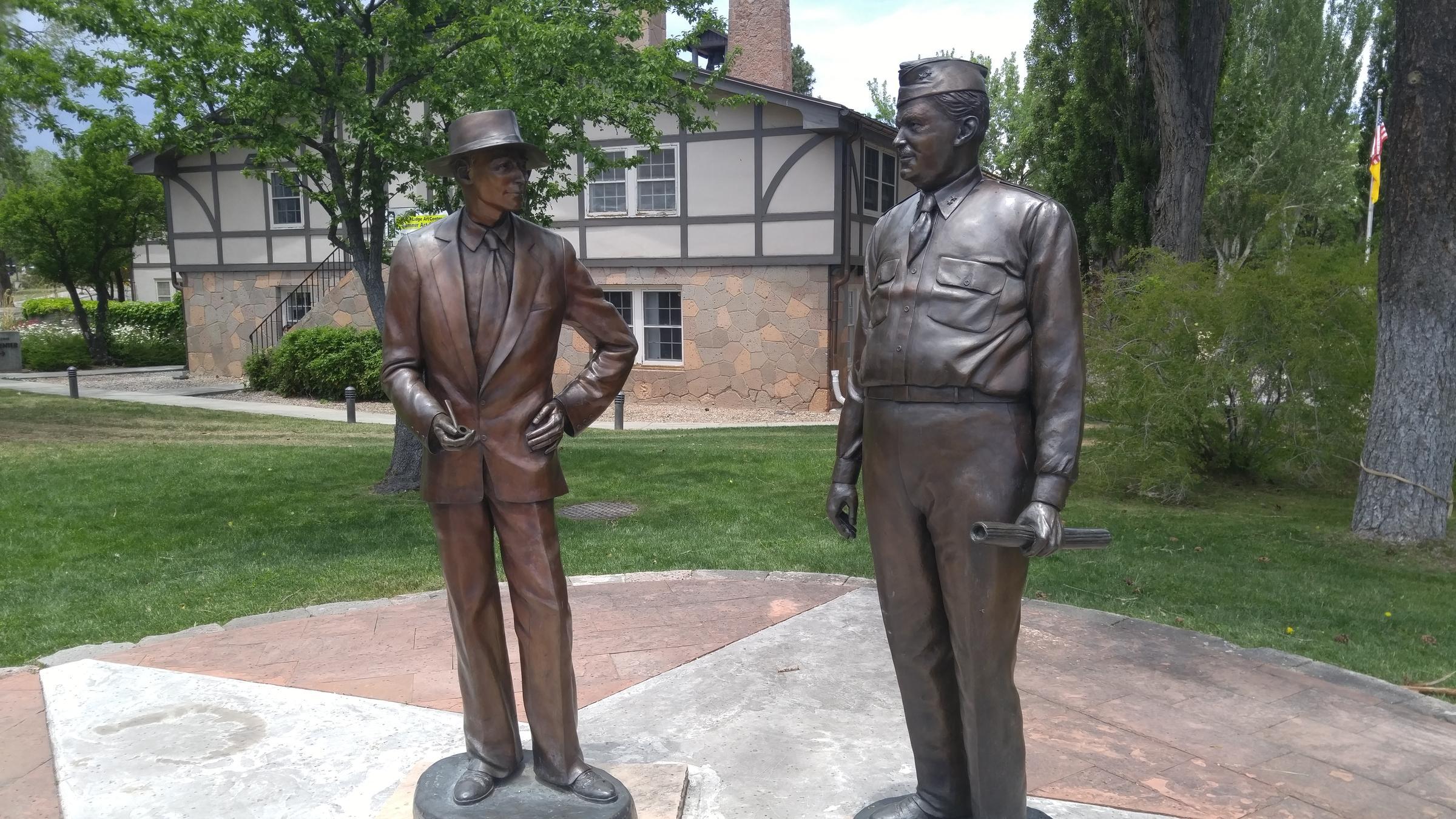 oppenheimergroves_statue_los_alamos