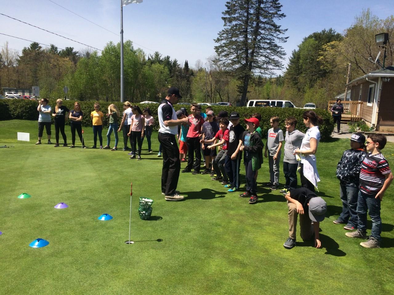 Visite d'écoles primaires au golf local