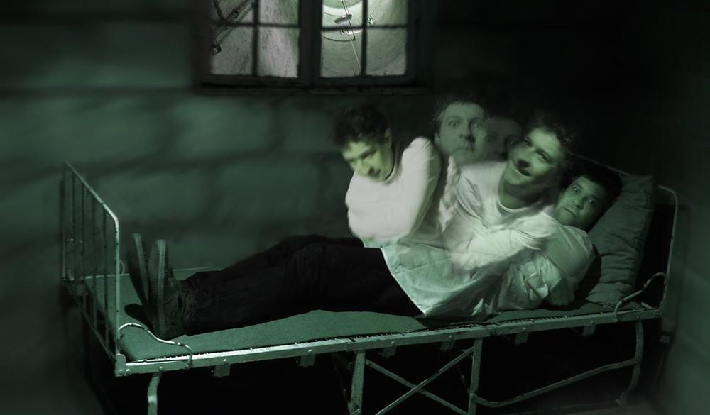 Instinc de Survie - Leavin Room