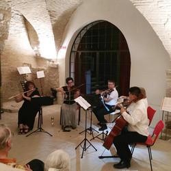 Performance in Foro Romano, Assisi, Italia - July 2019
