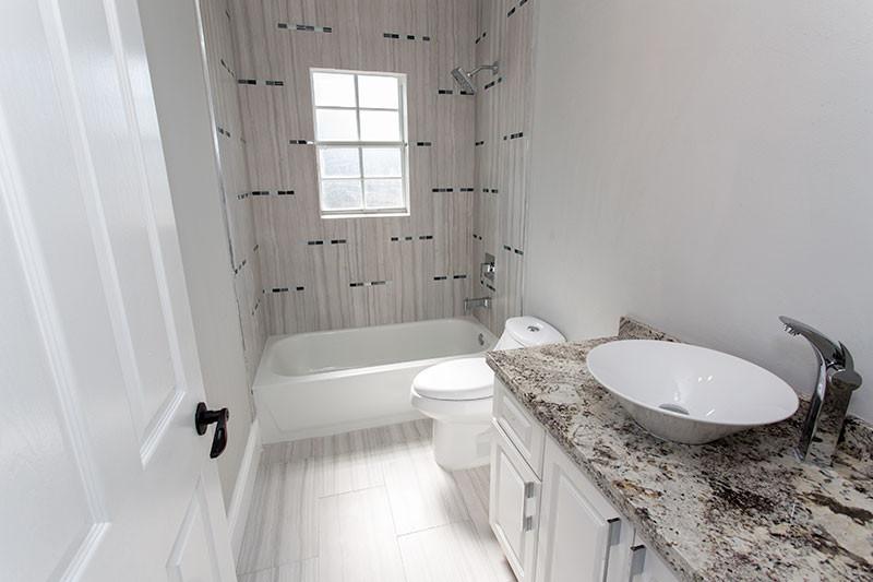 16101-Bathroom-Upstairs.jpg