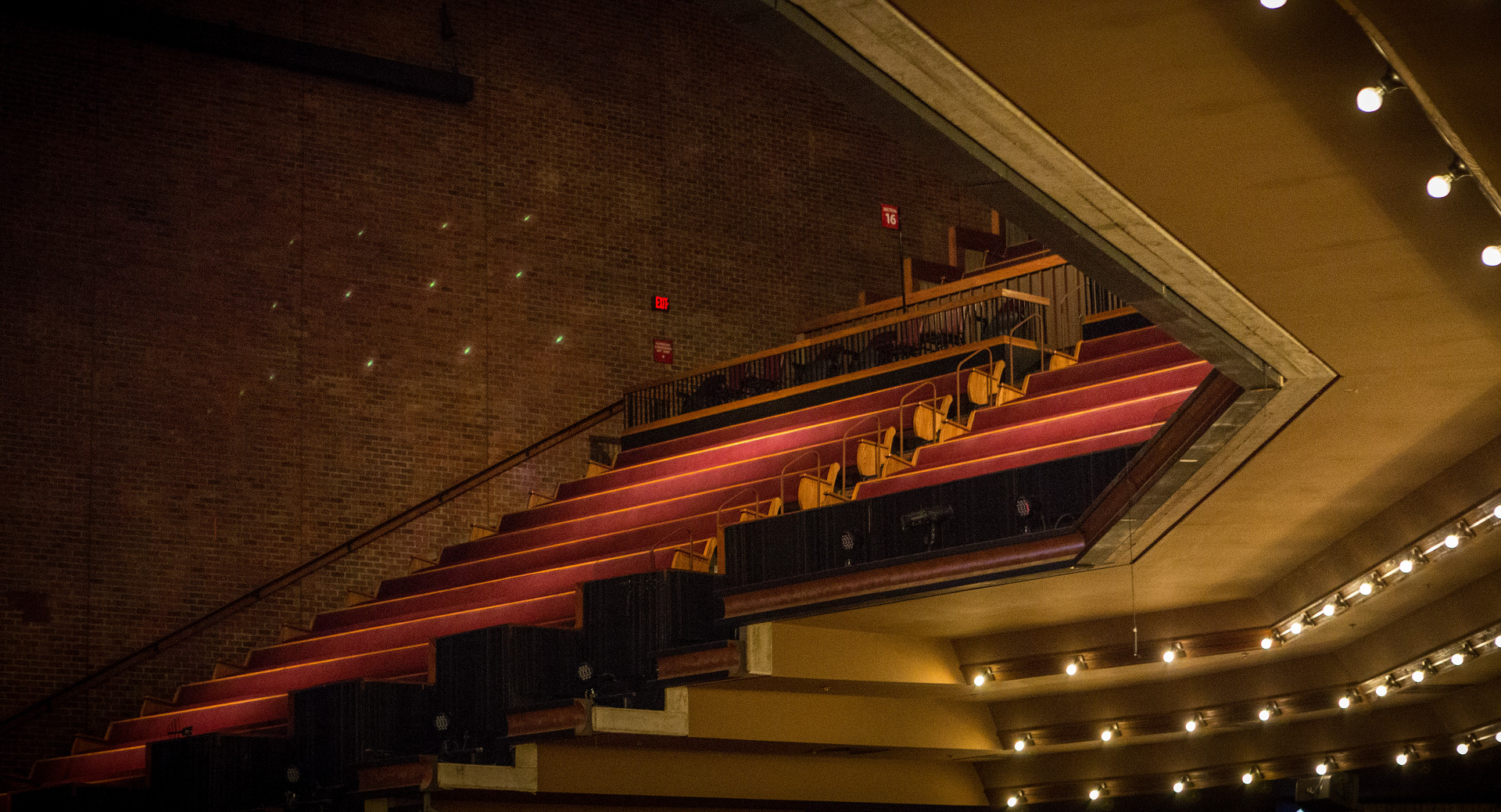 Grand-Ole-Opry-Inside-Seating-001.jpg