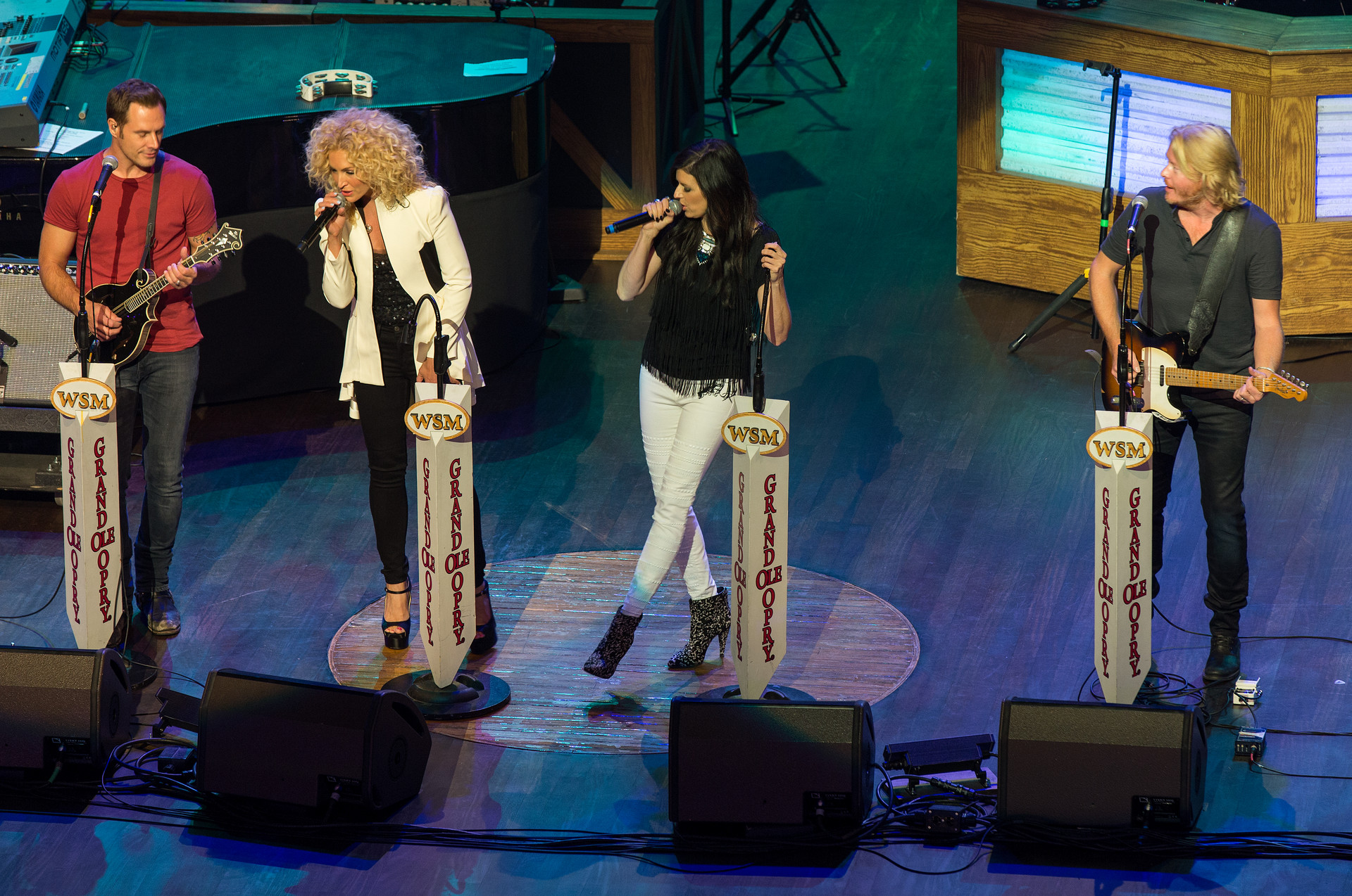 Little-Big-Town-Closeup-002.jpg