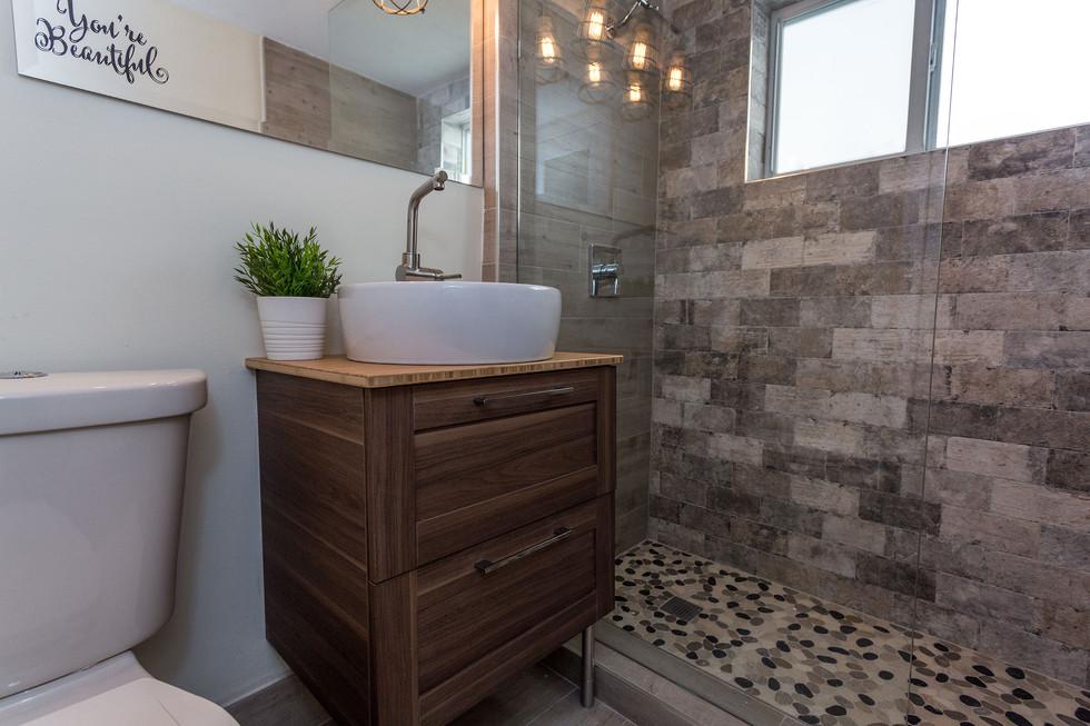 19-Bathroom-320.jpg