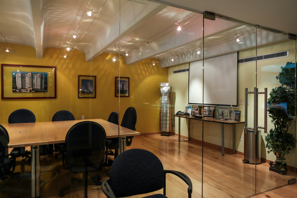 Conf Rm 003 (1 of 1).jpg