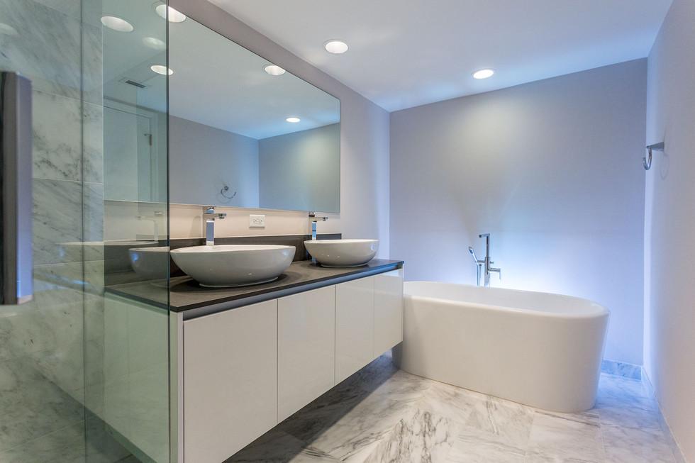 14-Master-Bath-ORes.jpg