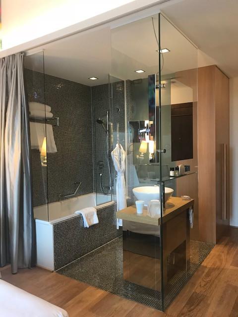 Lifestyle Room Jacuzzi Bath