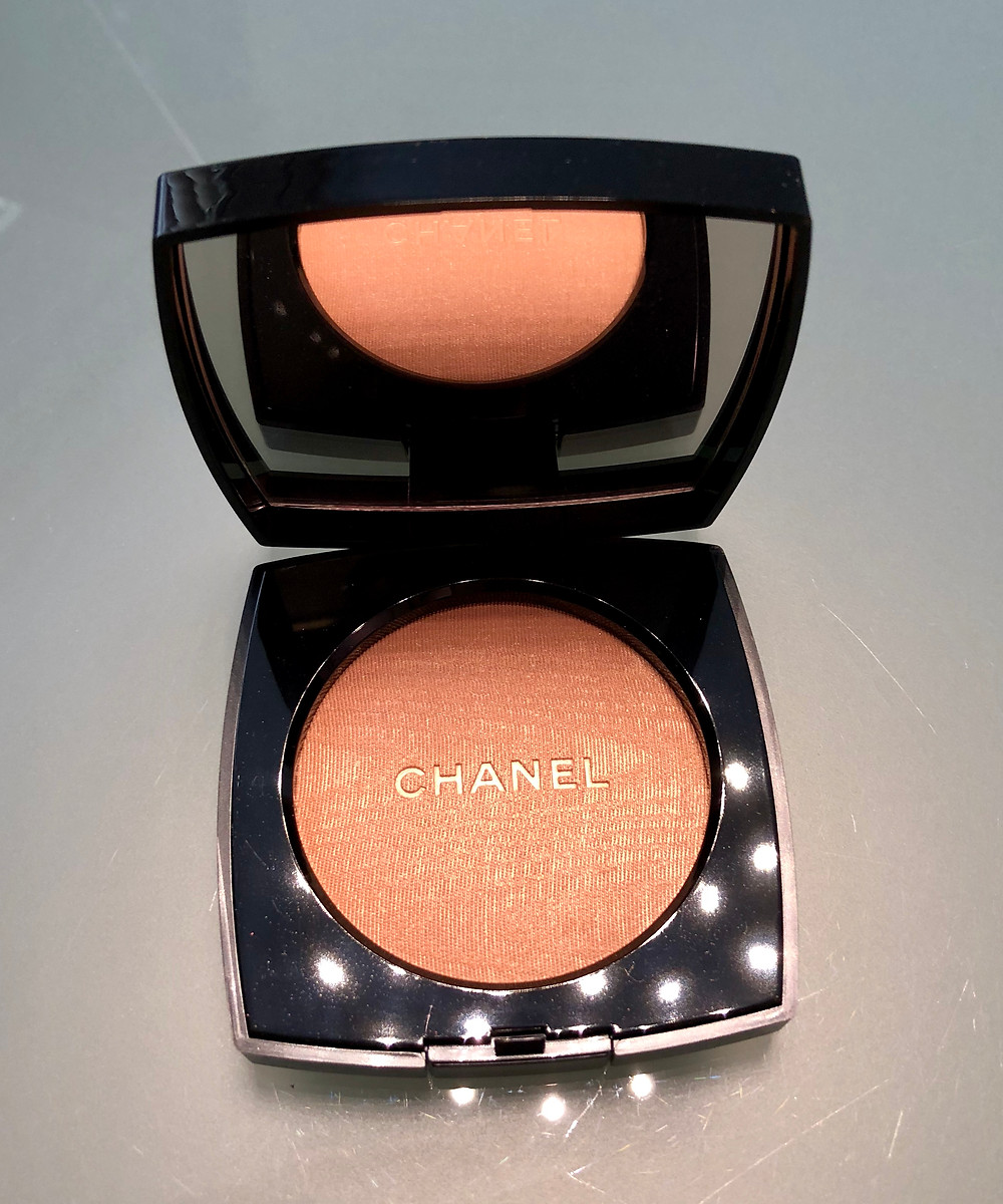 Warm Gold highlighter from Chanel