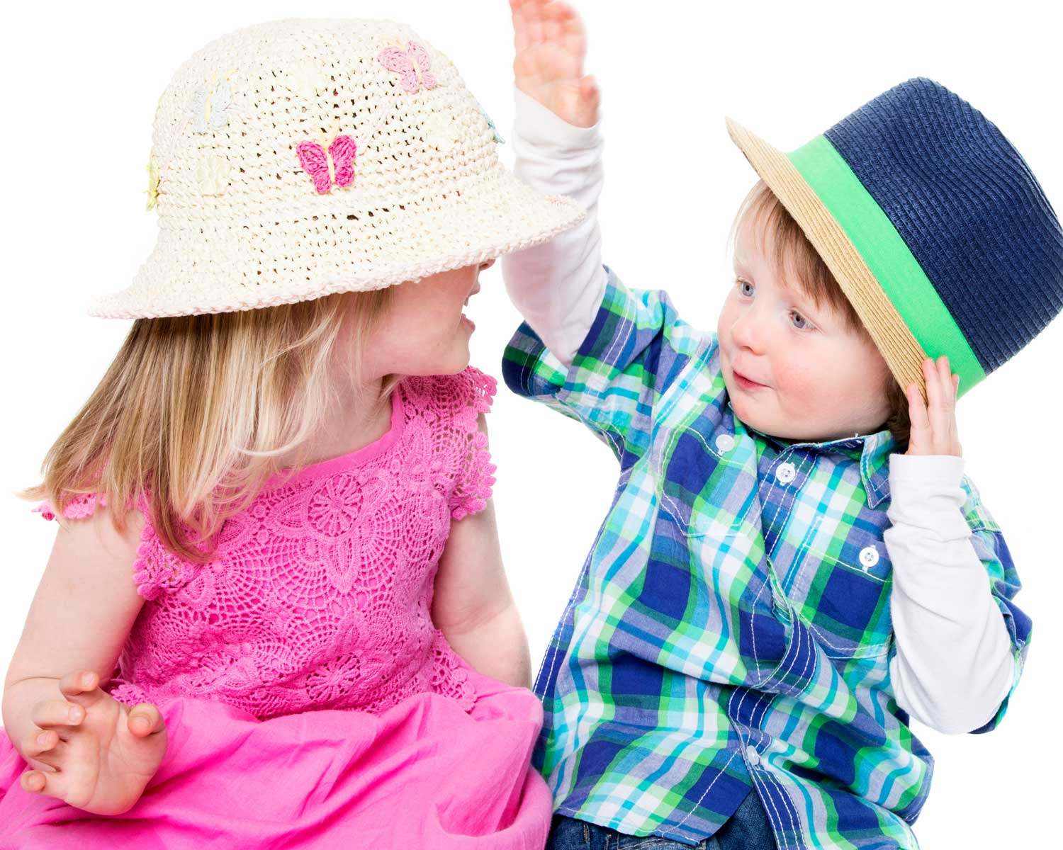 07-Home-Shoot-Brother-Sister-Hat-Colour-Philip-Murray-Photography-Dublin