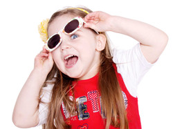 01-Home-Shoot-Toddler-Funny-Glasses-Laughing-Colour-Philip-Murray-Photography-Dublin