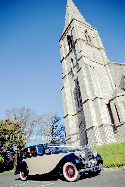 Wedding_E&J_Bride_Groom_Car_Colour_Cheers_Church__Philip_Murray_Photography_Dublin