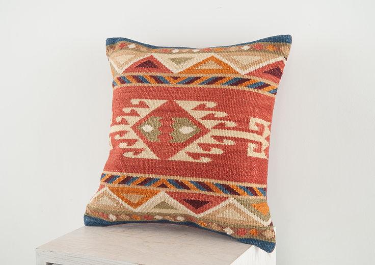 LE1205-Pillow-19.jpg