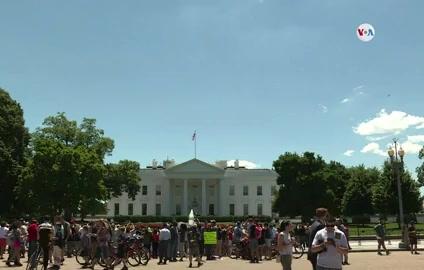"""¿Qué es la regla """"de carga pública"""", a quiénes afecta y cómo no arriesgar la residencia en EE.UU.?"""