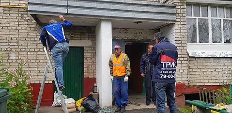 Кирова 22а ремонт парапетного козырька.j