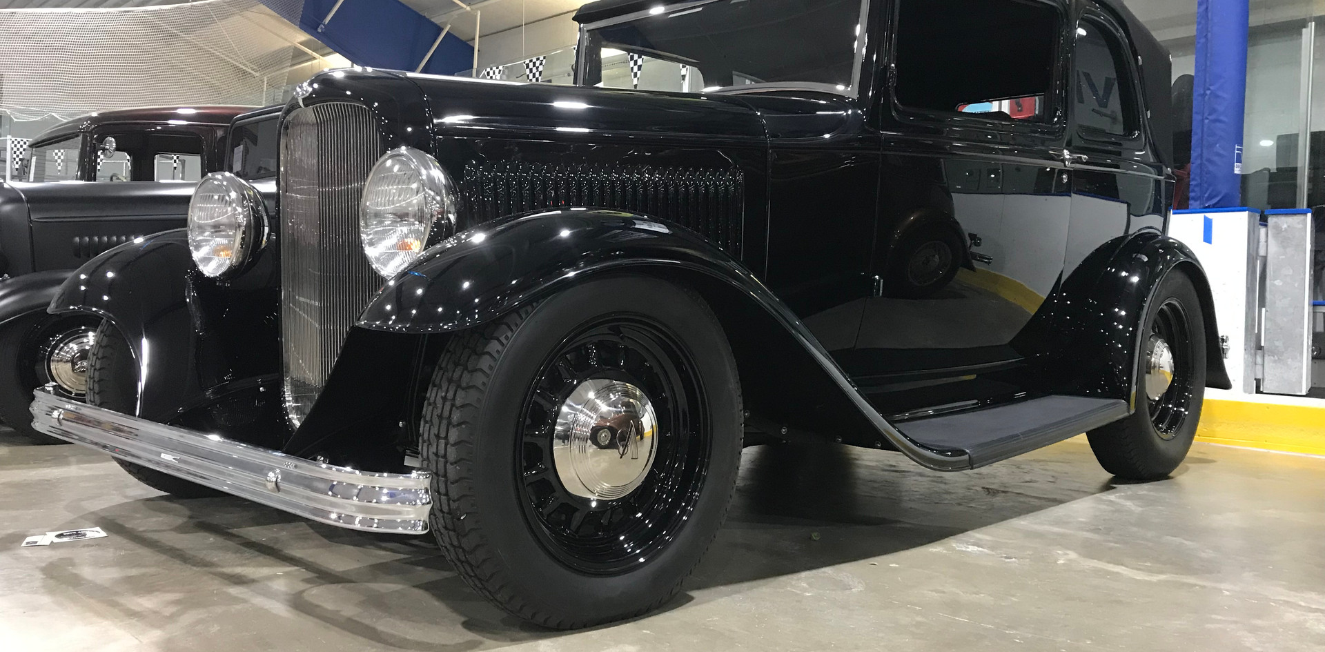 32 Ford B400