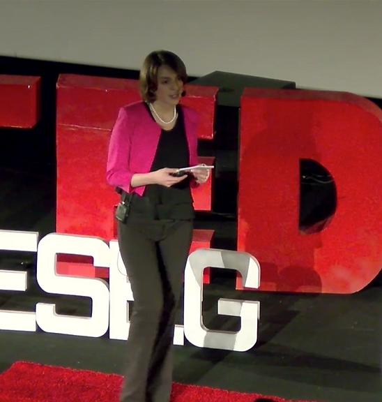 PauleBoffa-Comby lors d'une Conférence TED-X, Paris, Leadership et intelligence collective, un nouvel art du pouvoir