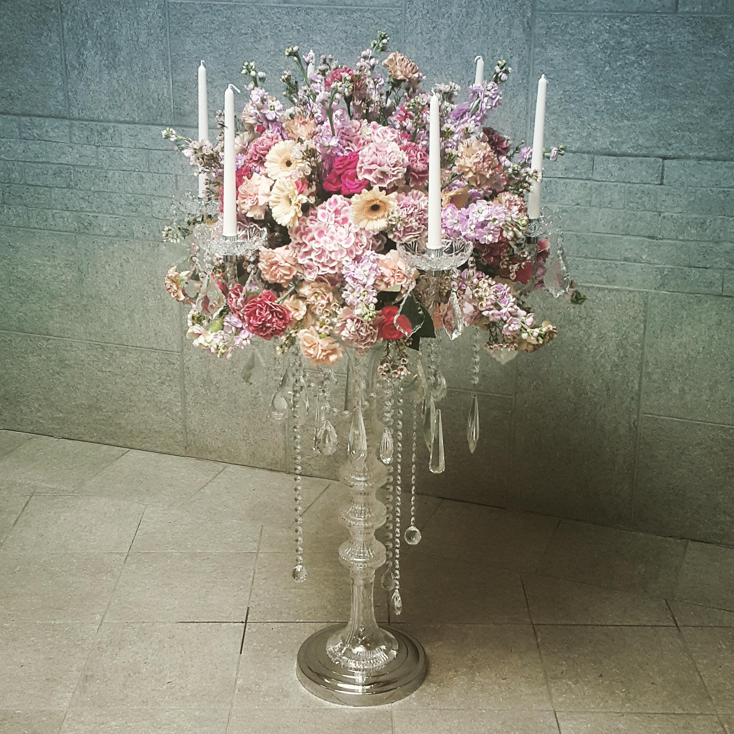 Ištaiginga gėlių kompozicija