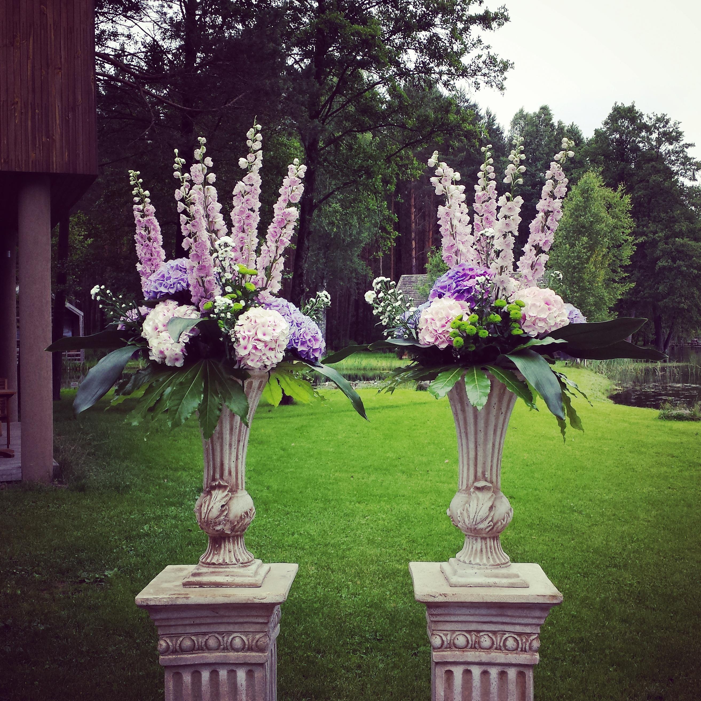 Gėlių komozicijos amforose