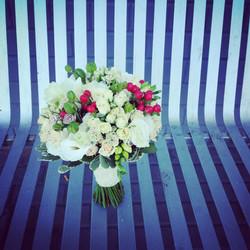 Nuotakos puokštė - baltos rožės