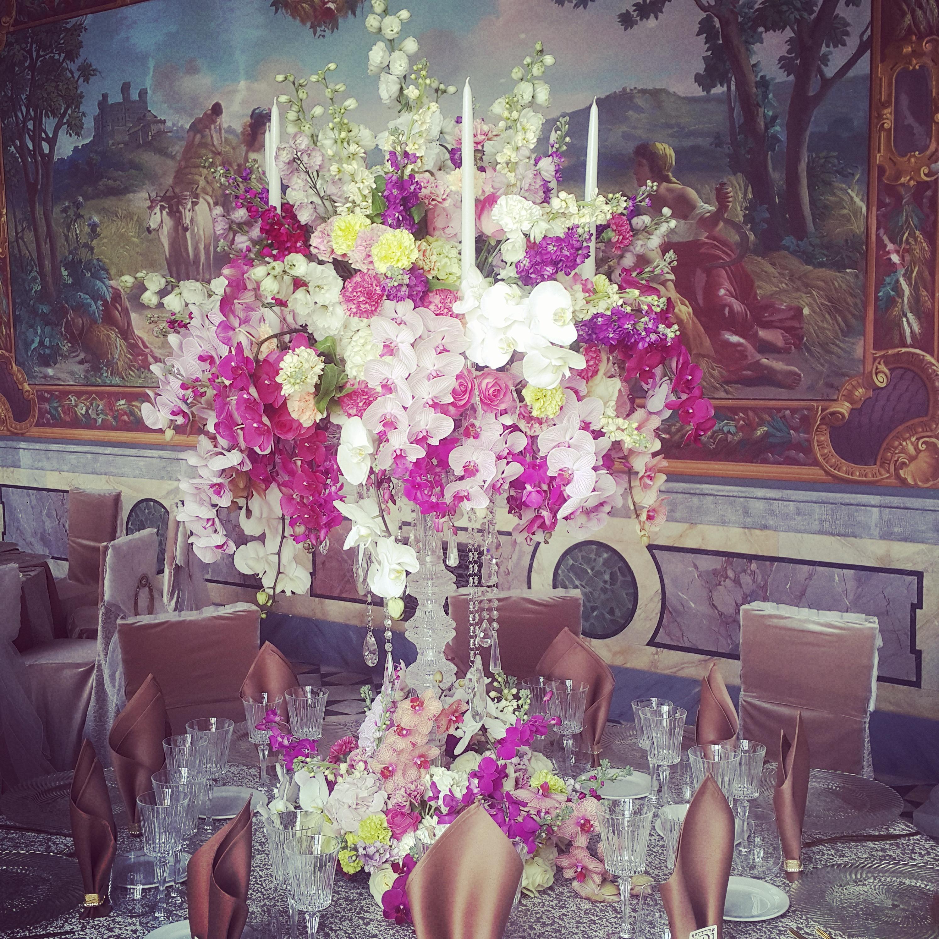 Stalo dekoras orchidėjomis