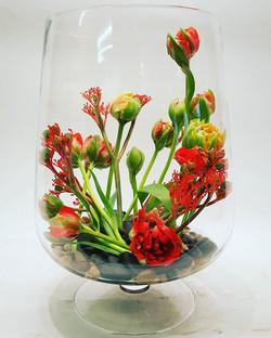 Pavasarinė kompozicija stiklo inde