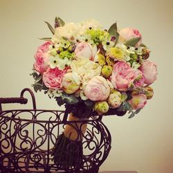 Nuotakos puokštė - bijūninės rožės