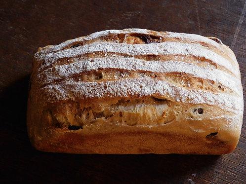 果実とナッツの食パン