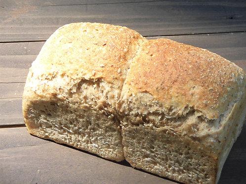 山型くるみ入りライ麦パン