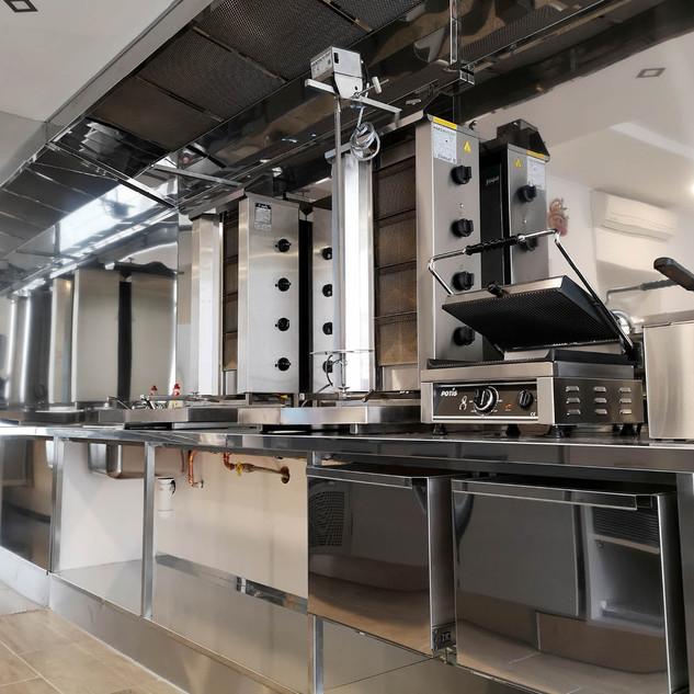 nerezová kuchyň a obklady
