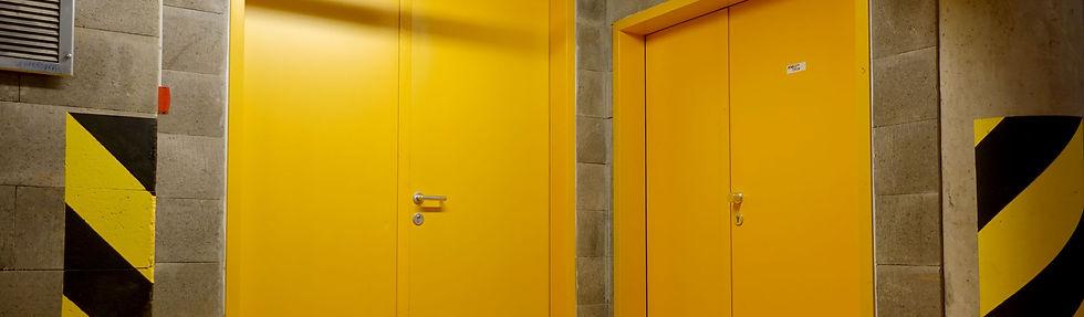kovové bezpečnostní a akustické dveře