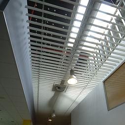 kovový lištový podhled Entis
