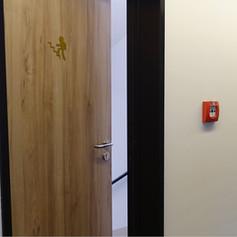 Kovové dveře obložené MDF deskami v požadovaném dekoru