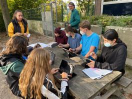 Schüler*innen planen die Verbesserung der Pausenhalle