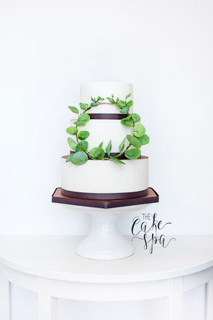 Bronze Top Cake With Foliage Wreath
