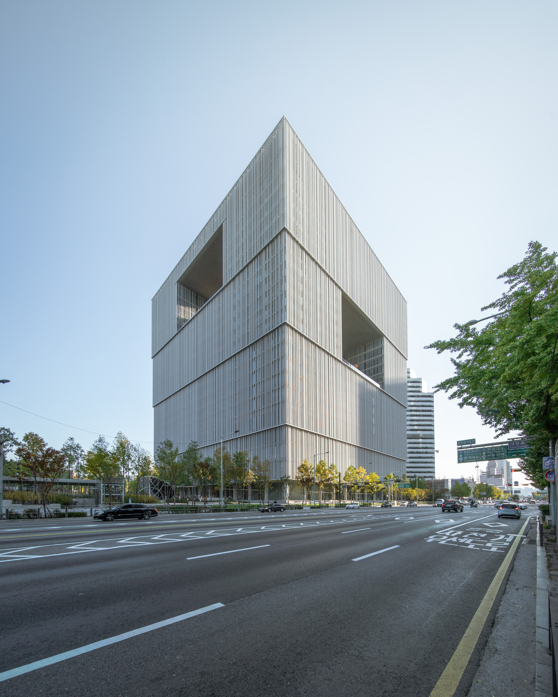 Amorepacific headquarters-1.jpg