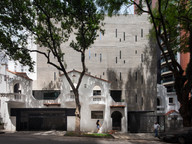 BUILDING DESIGNED BY KRUCHIN ARQUITETURA CONCILIATES OLD FACADES TO A NEW CONTEMPORARY VOLUME