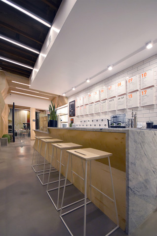 Juice Served Here - Studio City by A-INDUSTRIAL DESIGN/BUILD