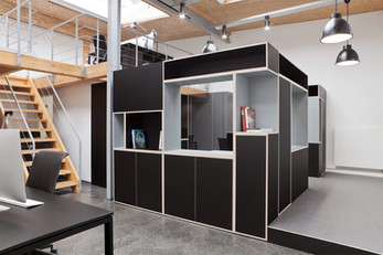 Vollbild audiovisuell office by Why the friday