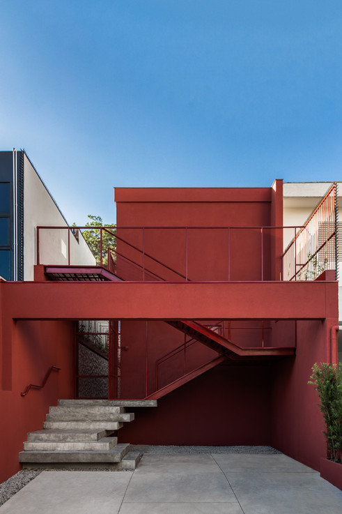 HOUSE FROM THE 90'S IS TRANSFORMED INTO A SPACE FOR YOGA AND CONTEMPLATION WITH SUPERLIMÃO