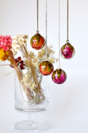 Resin Jewellery with real dried Flowers