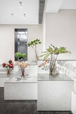 Absolute Flower Shop by More Design Office (MDO)